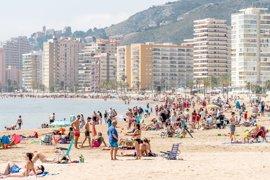 Benidorm (Alicante) roza los 35 grados en una nueva jornada de calor
