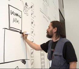 El artista Dan Perjovschi
