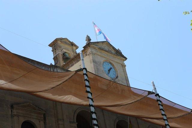 Bandera de la diversidad sexual en el Ayuntamiento.
