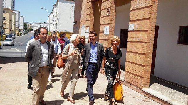 Pablo Casado visita Proyecto Hombre en Jerez