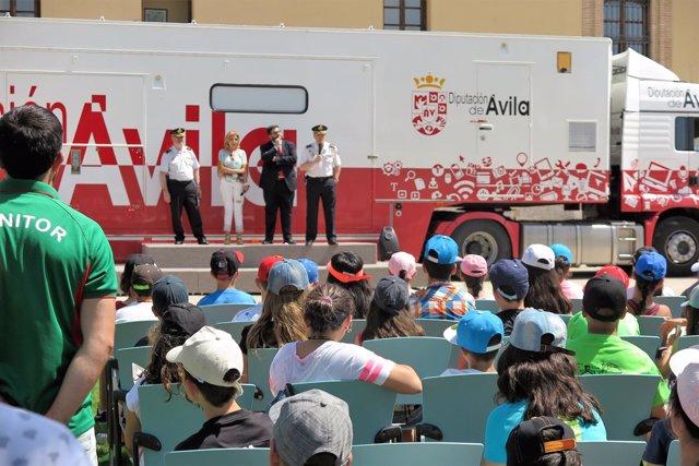 Ávila: El Presidente De La Diputación Con Los Escolares