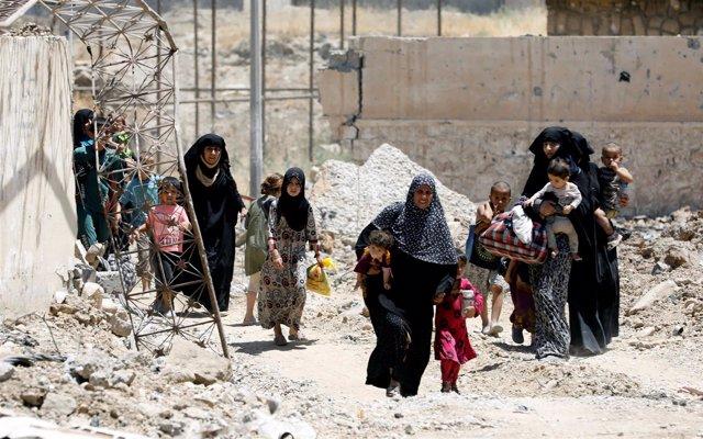 Civiles escapan de la ofensiva contra Estado Islámico en Mosul