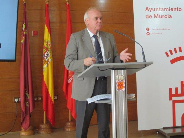 El concejal de Hacienda, Eduardo Martínez-Oliva