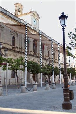 Toldos En El Frontal Del Ayuntamiento De Sevilla, En Plaza Nueva