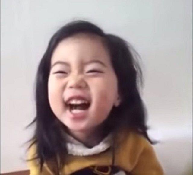 Niña corealan que aprende lección de vida con su madre: no ir con extraños