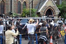 May abandona entre gritos de protesta la reunión con los afectados por el incendio de Grenfell Tower