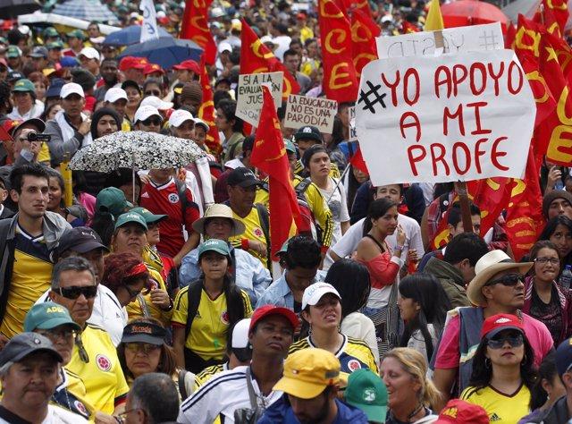 Manifestación de profesores y estudiantes en Colombia
