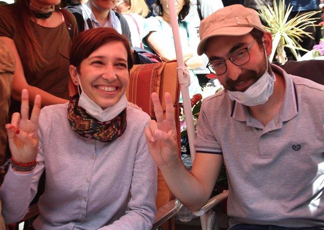 Los profesores Nuriye Gulmen y Semih Ozakca, en huelga de hambre desde marzo.