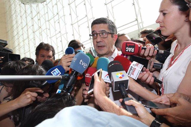 Patxi López a su llegada al Congreso del PSOE