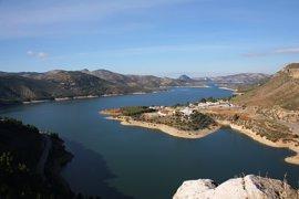 El Gobierno culpa a la Junta de no prever el trasvase del pantano de Iznájar (Córdoba) a Málaga