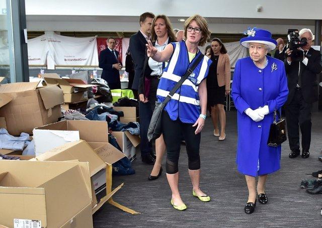Isabel II visita a las víctimas del incendio de Grenfell Tower