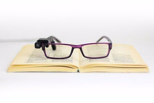OrCam MyEye, dispositivo que permite leer a personas ciegas
