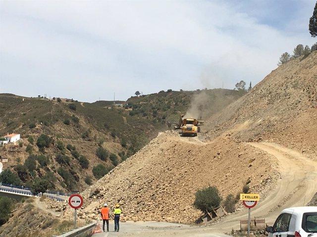 Obras en el talud de la carretera entre El Granado y el Puente de la Chanza