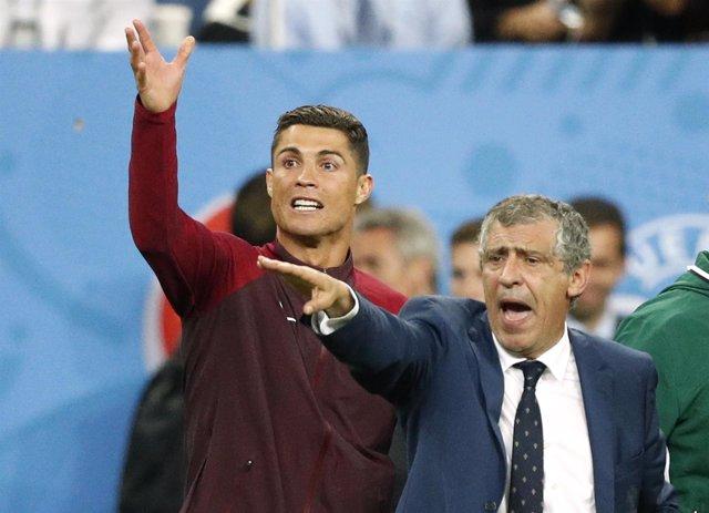 Fernando Santos, seleccionador portugués, y Cristiano Ronaldo
