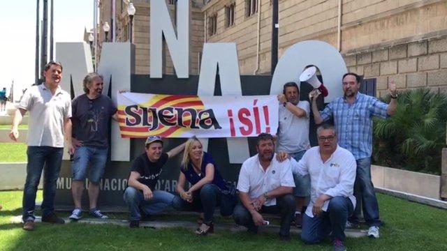 La Plataforma 'Sijena Sí' reivindica en el MNAC el retorno de los bienes.