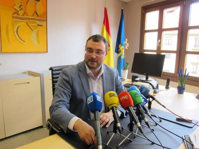 El presidente de ACOM, Adrián Barbón