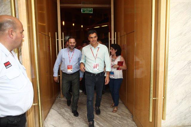 Pedro Sánchez y Ábalos en el Congreso del PSOE