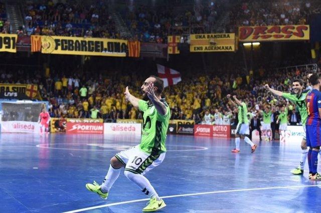 Ricardinho celebra un gol en el Palau