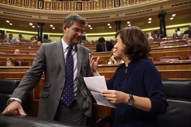 Rafael Catalá y Soraya Sáenz de Santamaría en el debate de la moción de censura