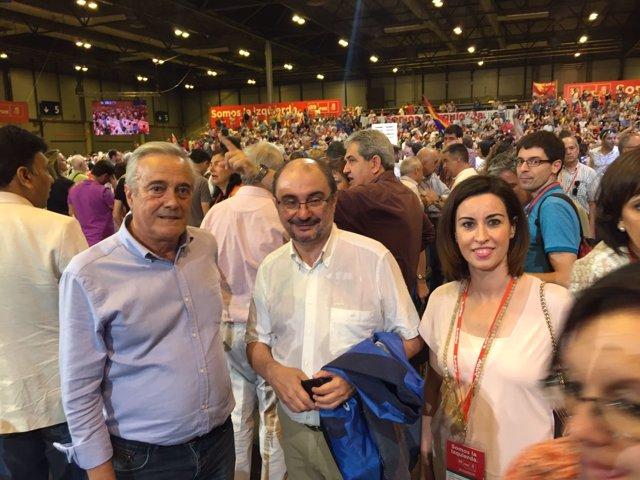 Javier Lambán (centro) en el 39 Congreso del PSOE.
