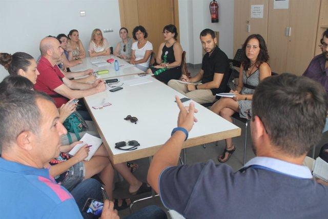 Reunión de IU y Participa Sevilla con trabajadores sociales de la UTS de Nervión