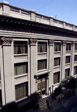 Imagen general del Banco Central de Chile en el centro de Santiago, mar 8 2001
