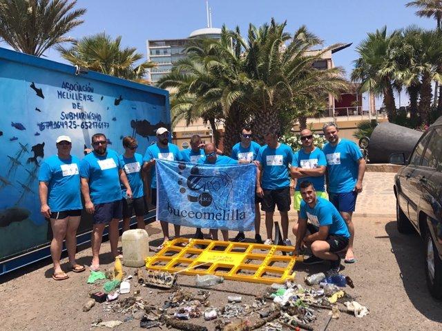 Un club de buceo de Melilla saca unos 200 kilos de basura marina