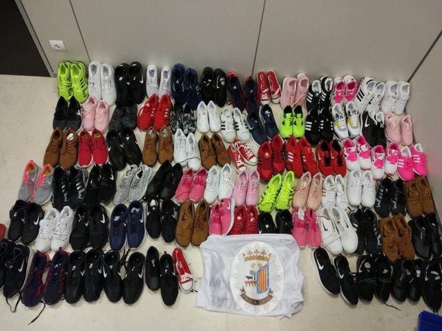 Salamanca. Zapatillas inacutadas en el Rastro