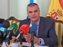 El delegado del Gobierno afirma que no estaba informado sobre el desalojo del edificio okupado en Santiago