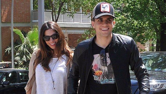 Marc Bartra y Melissa Jimenez