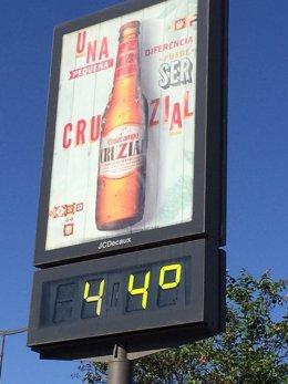 Un termómetro marca 44 grados