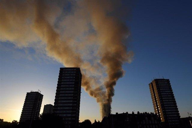 Incendio en un edificio de apartamentos de Londres