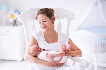 Dar el pecho reduce el dolor tras la cesárea