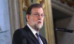 Rajoy participa en un desayuno informativo