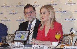 """Cifuentes se ha sentido """"arropadísima"""" por Rajoy en los momentos difíciles y se defiende: """"No estoy siendo investigada"""""""