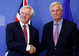 """La UE pide resolver cuanto antes las """"incertidumbres"""" del 'Brexit' y Londres, una relación """"fuerte y especial"""""""