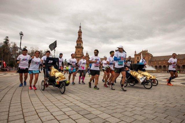 Corredores en la maratón de Sevilla