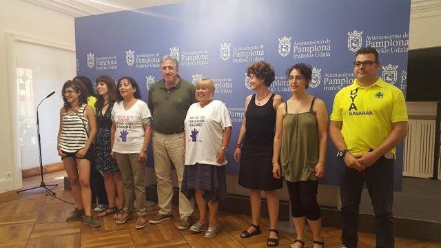 El alcalde con los candidatos a lanzar el Chupinazo.