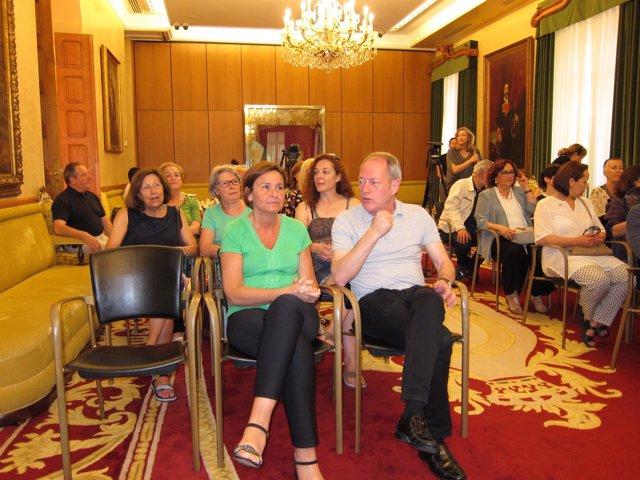 Carmen Moriyon Y Aurelio Martin Iu En La Lectura Del Manifiesto Del Consejo De M