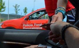 Imputado en Pamplona por conducir sin carné y presentar otro sin vigencia