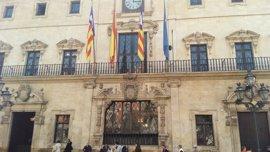 La fachada del Ayuntamiento de Palma se iluminará esta noche de azul por el Día Mundial de los Refugiados