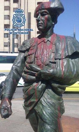 """""""La Policía Nacional Detiene A Dos Mujeres Por Dañar Una Escultura En La Vía Púb"""
