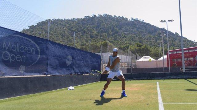 Rafa Nadal se entrena en Mallorca para preparar Wimbledon