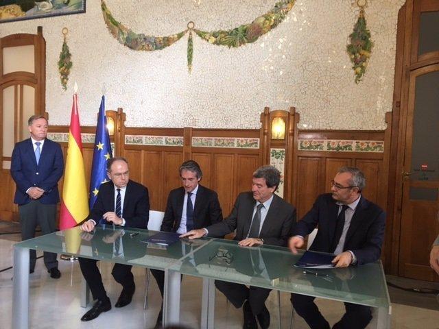 Adif, Puertos del Estado, APV y Fomento en la firma de los convenios
