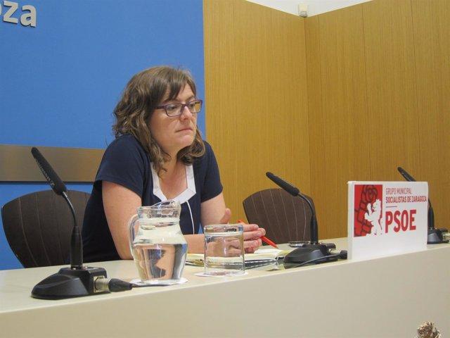 La concejal del PSOE, Marta Aparicio, en rueda de prensa en el Ayuntamiento