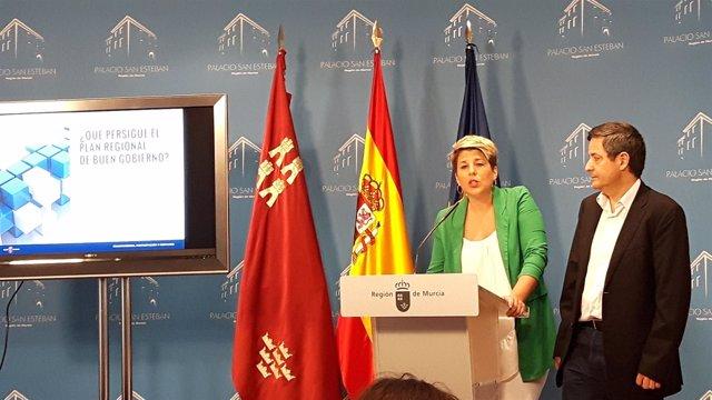 La portavoz del Gobierno regional, durante la presentación de la encuesta