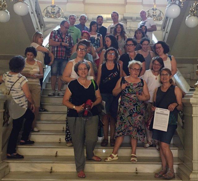 Miembros de la Coordinadora de Mujeres, junto a otros representantes