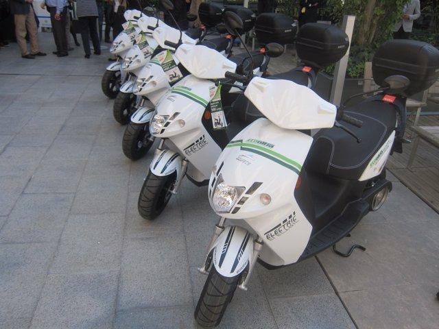 Cooltra estrena un servicio de alquiler de 1.000 motos eléctricas en Barcelona