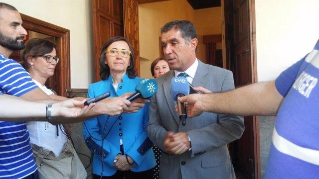 La consejera de Justicia e Interior, Rosa Aguilar, y el presidente del TSJA