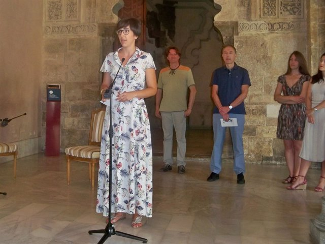 Violeta Barba en la presentación del Festival de Poesía de la Aljafería
